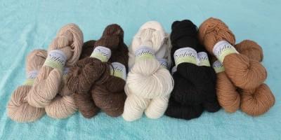 Alpakawolle schwarz - rotgrau - mittelbraun - beige - rotweiss